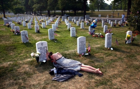 Arlington-National-Cemetery-Memorial-Day-John-Moore-Getty-Images
